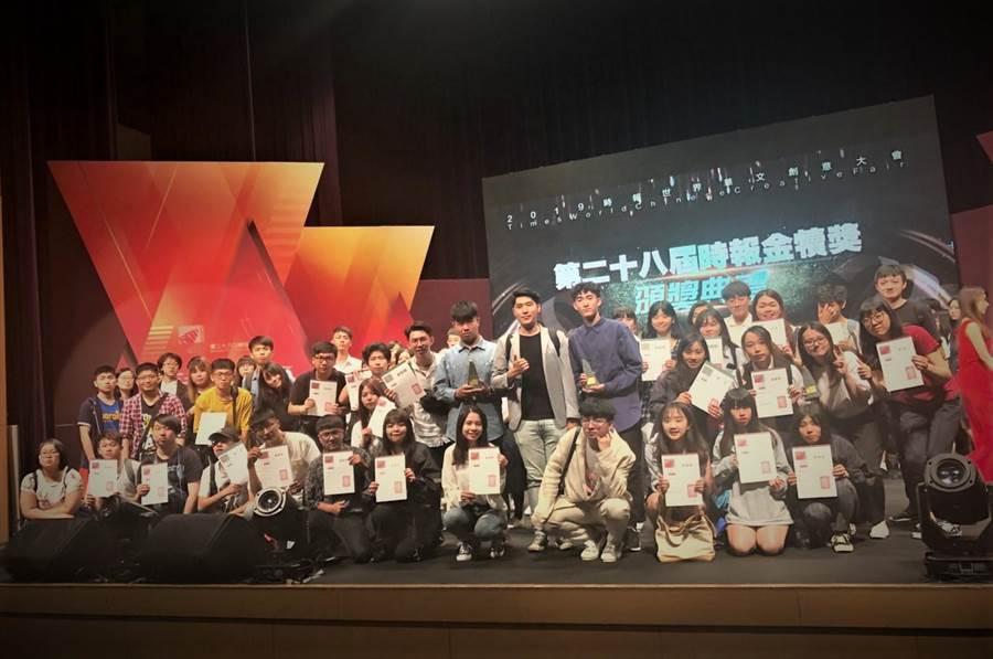 第二十八屆時報金犢獎,景文視傳師生獲獎大合影。