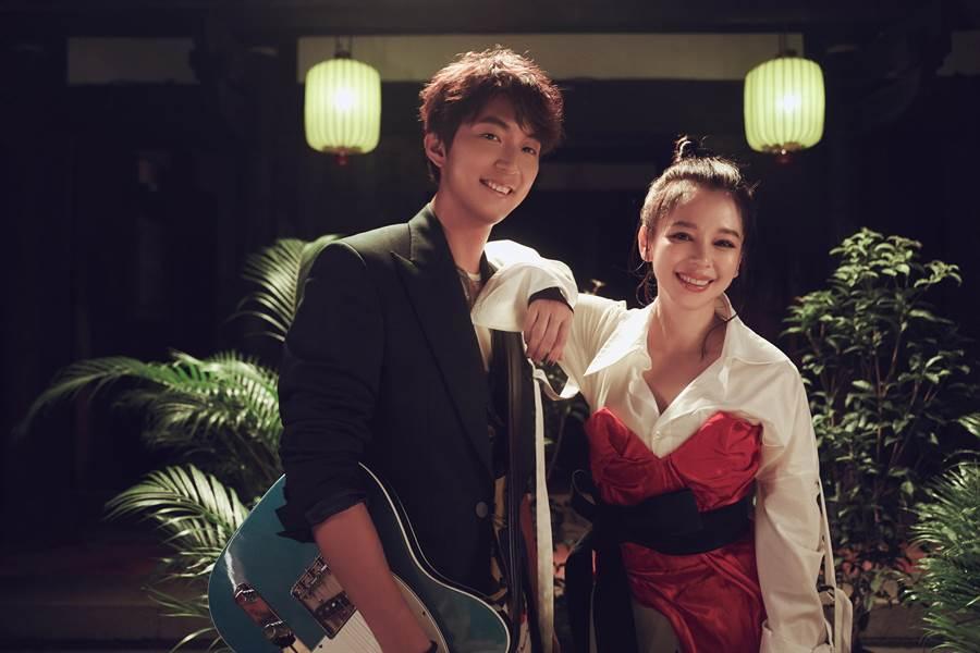 許書豪(左)新歌邀徐若瑄合作。(上行娛樂提供)