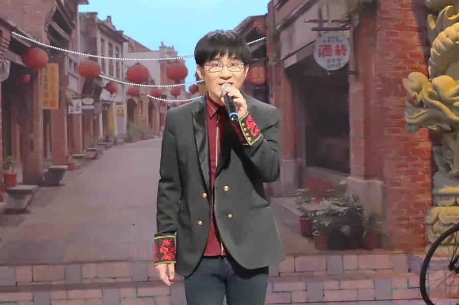 江明學一生最愛的就是唱歌。(中視)