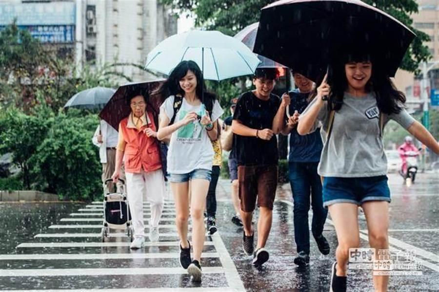 週三高溫午後大雷雨 氣象局曝降雨熱區。(本報系資料照,郭吉銓攝)
