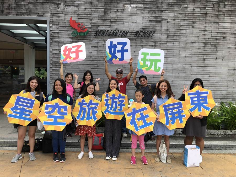 中山大學國際處為推動菲律賓高中或大學生前來台灣就讀研究所與博士班,首度為馬尼拉實驗高中舉辦「華語研習團」,並帶他們到國境之南滿州體驗天文、食農等教育。(謝佳潾攝)