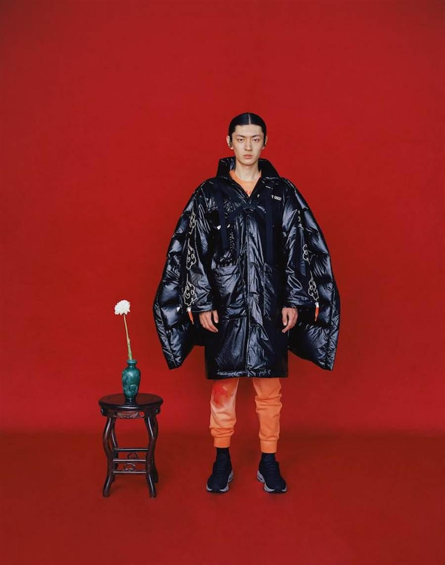 JUST IN XX × 馬克華菲2019秋冬服裝融合現代太空服機能性。(JUST IN XX提供)