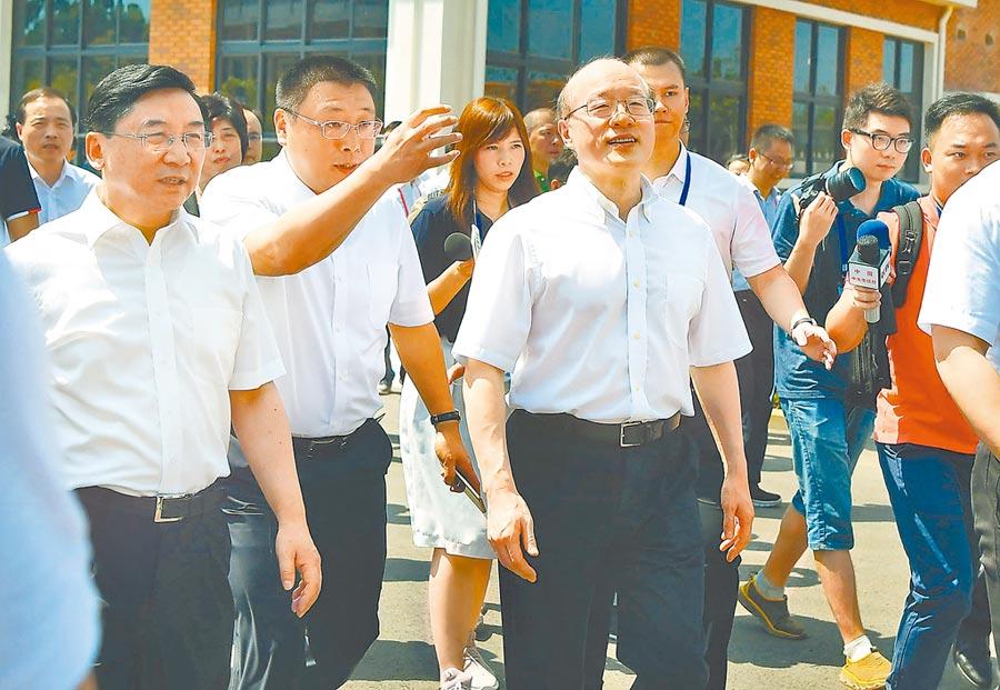 大陸國台辦主任劉結一(中)參加泉州晉江通水儀式。(中新社資料照片)