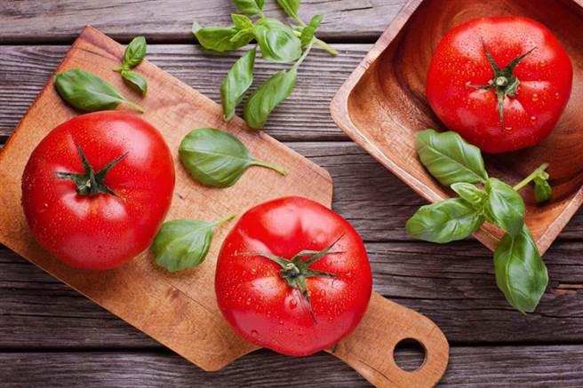 番茄富含茄紅素及維他命C,被譽為養顏美容的「長壽之果」。(達志影像)
