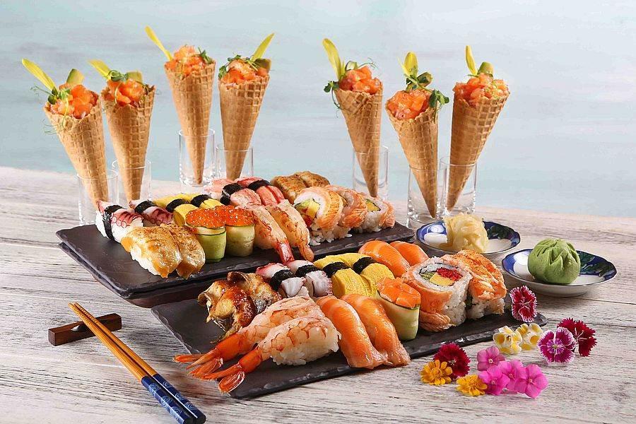 炙燒鮭魚果蔬甜筒&握壽司。(圖取自活動官網)