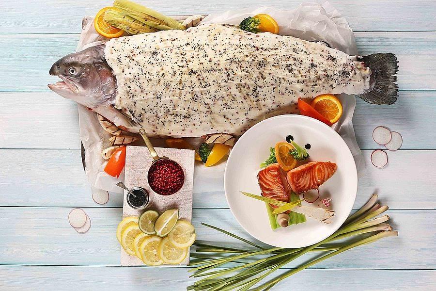 爐烤火山鹽香茅挪威鮭。(圖取自活動官網)