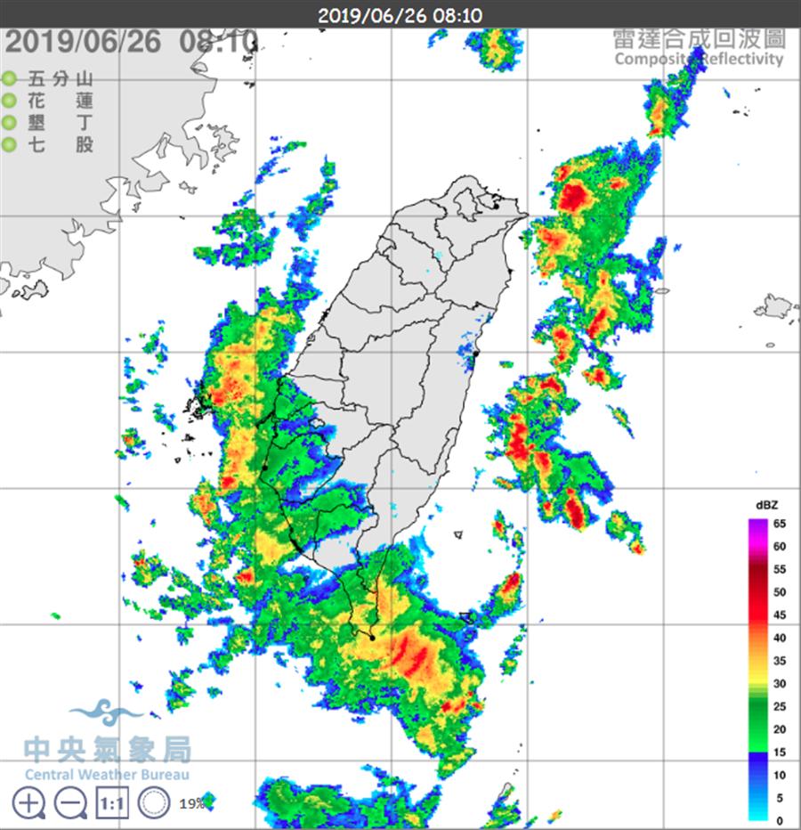 圖為雷達回波,台灣海峽南部有對流,向陸地移動中。(氣象局)
