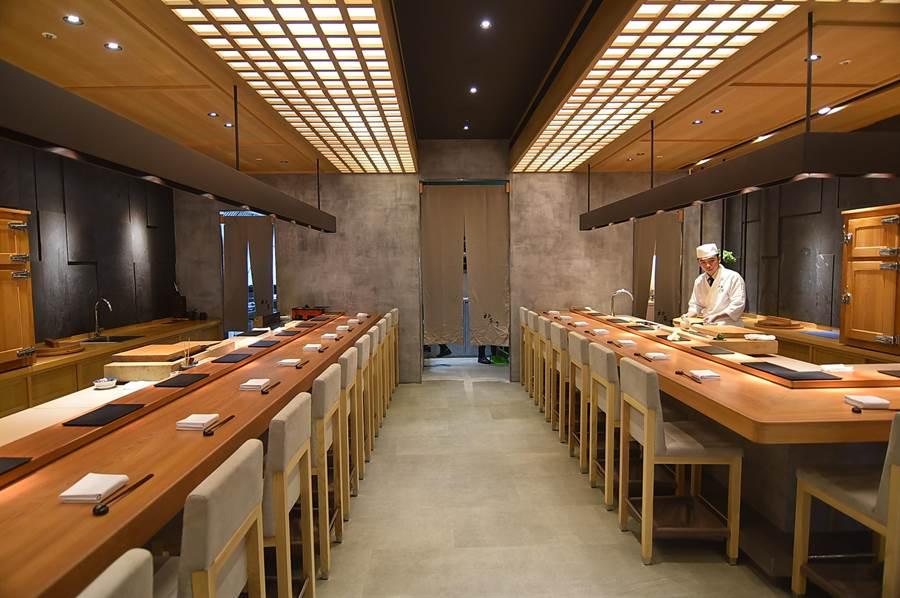〈初魚料亭〉信義A9店有2個板前料理檯,一個餐期可同時接待約20位客人。(圖/姚舜)