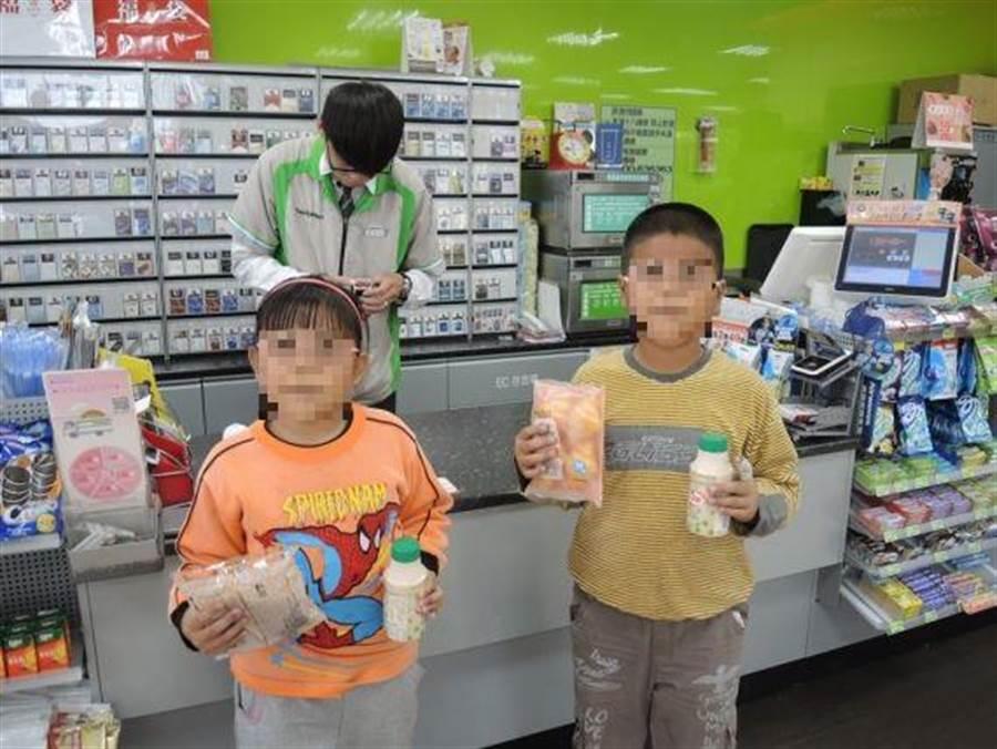 彰化縣政府為了照顧弱勢孩子暑假也能吃到「免費營養午餐」,除了學校自行與學區內的店家簽約,還在5家連鎖超商推出「幸福餐券」,共有9350名學生受惠。(吳敏菁攝)