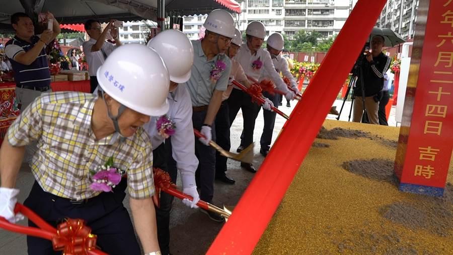 勤樸建設八里龍米段住宅開工動土。