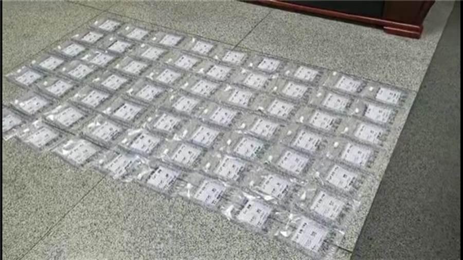 運毒男子身上的63個運毒膠囊,花了近8天的時間、排毒十餘次才全部排出。(圖/瀟湘晨報)