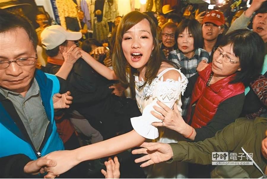 韓國瑜女兒韓冰人氣高,所到之處總是能引起轟動。(本報系資料照)