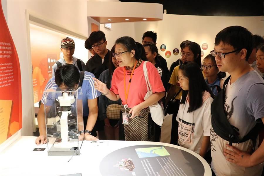 導覽培訓營首次帶領學員一探最新科技考古技術。(吳亮賢翻攝)