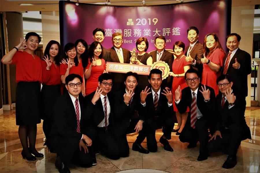 (台新銀行在第八屆《臺灣服務業大評鑑》拿下三大獎。圖:業者提供)