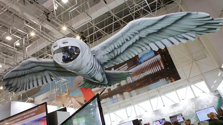俄國設計貓頭鷹模樣的無人機,有點可愛也有點怪異。(圖/莫斯科時報)