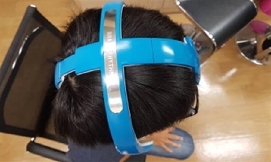 偏頭痛可預測了 戴上「腦波帽」就搞定。(圖/台北榮總)