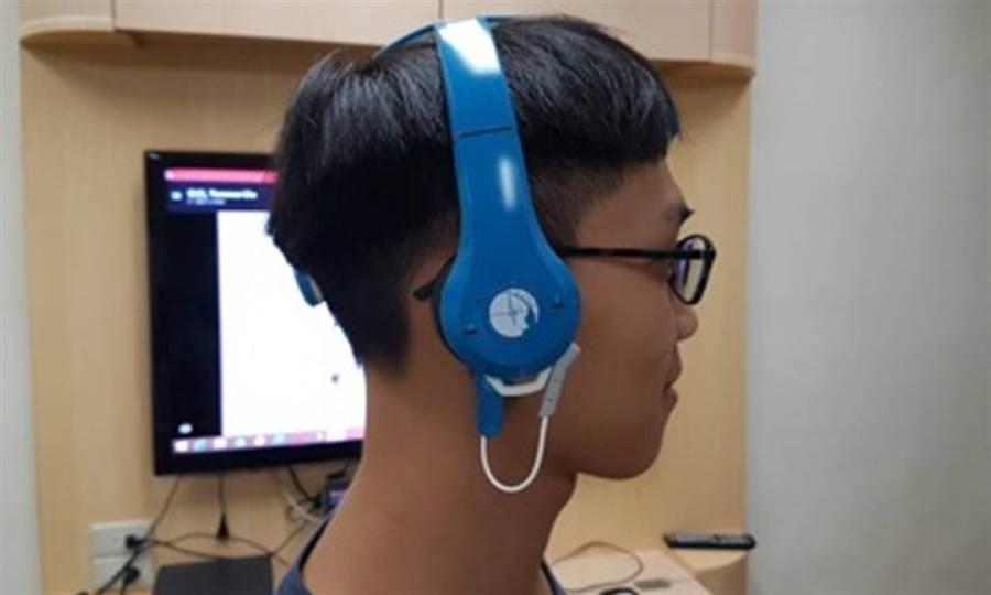 交大團隊研發的「無線腦波帽」以乾式電極原理、並利用細緻柔軟的探針穿過頭髮接觸頭皮,進而能準確、方便地紀錄病患的腦波。(圖片來源:台北榮總)