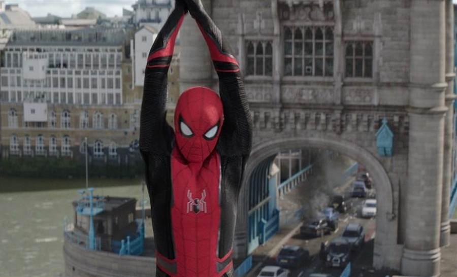 英國演員湯姆霍蘭德回到倫敦拍攝《離家日》。(索尼提供)