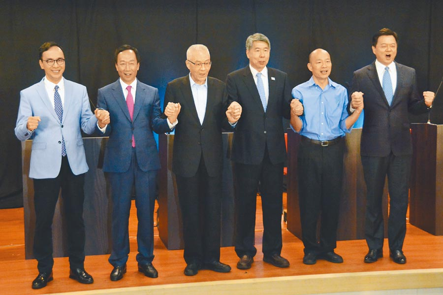 國民黨總統初選首場國政願景發表會25日登場,左起參選人朱立倫、郭台銘、國民黨主席吳敦義、張亞中、韓國瑜、周錫瑋。(林宏聰攝)