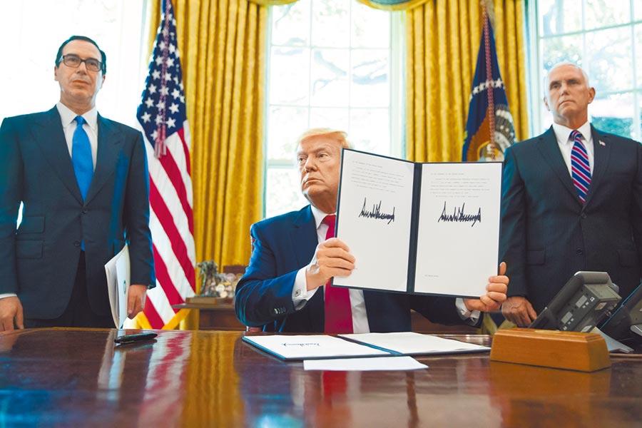 美國總統川普24日簽署行政命令,宣布對伊朗最高領袖實施新一波制裁,希望透過斬斷高層金流。(美聯社)