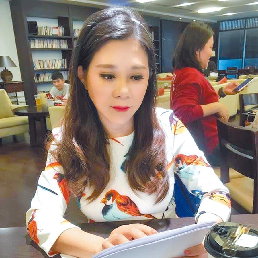 小彤個性熱情海派,心疼好友江明學孤零零。(取材自臉書)