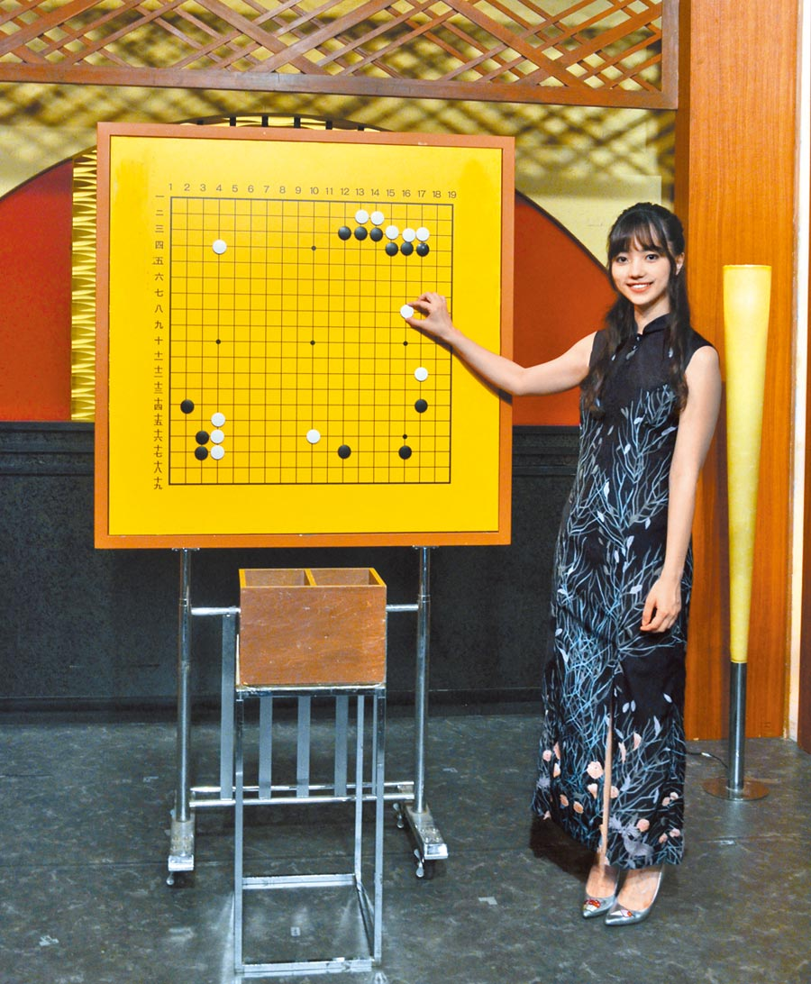 黑嘉嘉日前受邀至日本官方電視台NHK放送大樓工作。