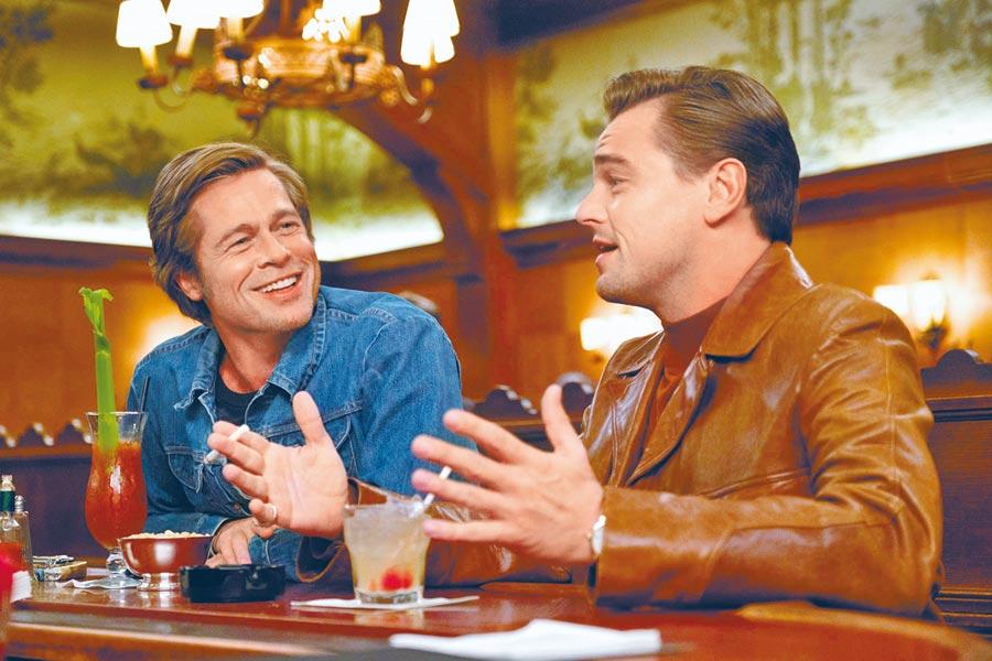 布萊德彼特(左)與李奧納多狄卡皮歐首度銀幕同框,兩人互動掀起許多關注與話題。