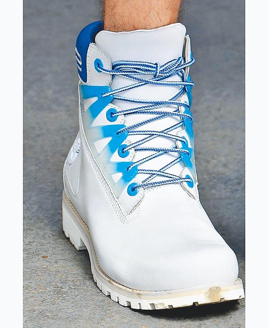 本周在巴黎男裝周,Timberland與時裝品牌SANKUANZ合作,把極富科技與未來感的設計風格,融入Timberland的經典6吋皮靴。(翻攝Timberland官方IG)