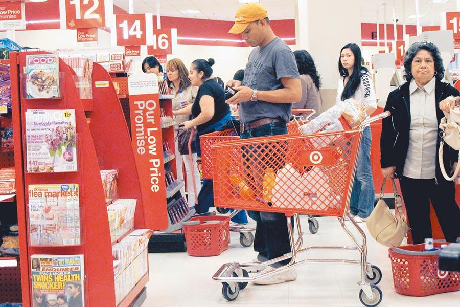 消費者在美國紐約一家連鎖超市內購物。(新華社資料照片)