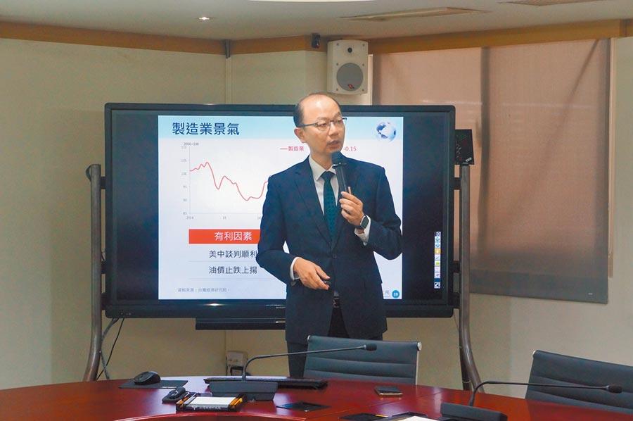 受中美貿易戰升溫衝擊,5月台灣製造業營業氣候測驗點呈現下滑態勢。圖為台經院景氣預測中心主任孫明德。(記者林汪靜攝)