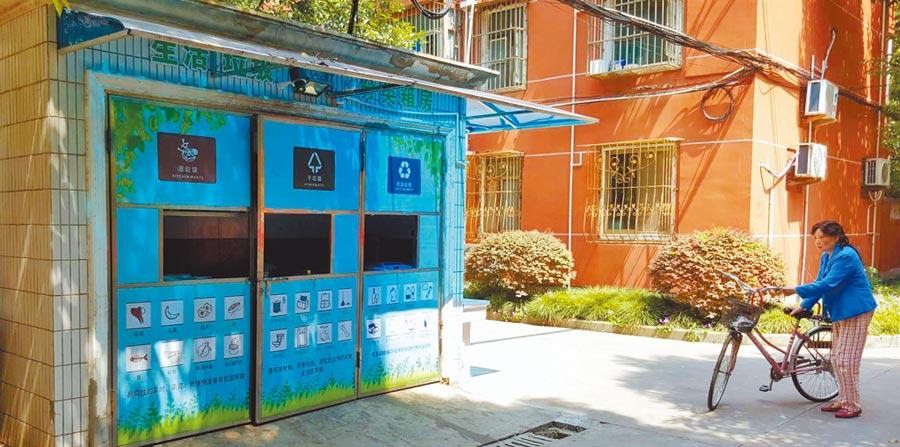 上海徐匯區一小區內的垃圾分類箱房。(記者葉文義攝)