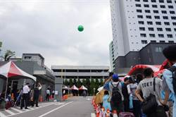 空服工會協商提具體訴求 長榮放氣球「回家吧」