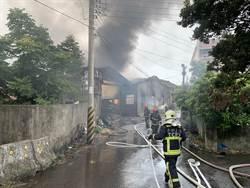 清水泡棉工廠大火 30分鐘全廠燒光光