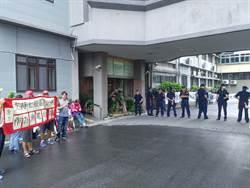 台南漁電共生審查會場外抗議 雙方握手言和