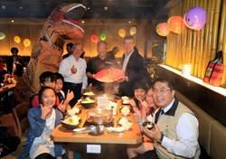 肉多多火鍋招待「台灣觸愛協會」孩童們享用午餐