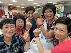 中和婦女會慶生 體驗DIY皮革編織手環