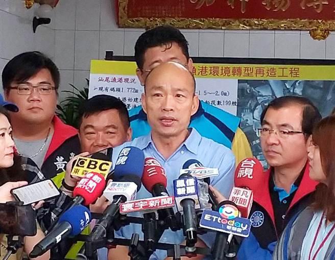 高雄巿長韓國瑜受訪時表示,遇到不友善的媒體,他都是用比較寬闊的心胸來看待。(曹明正攝)