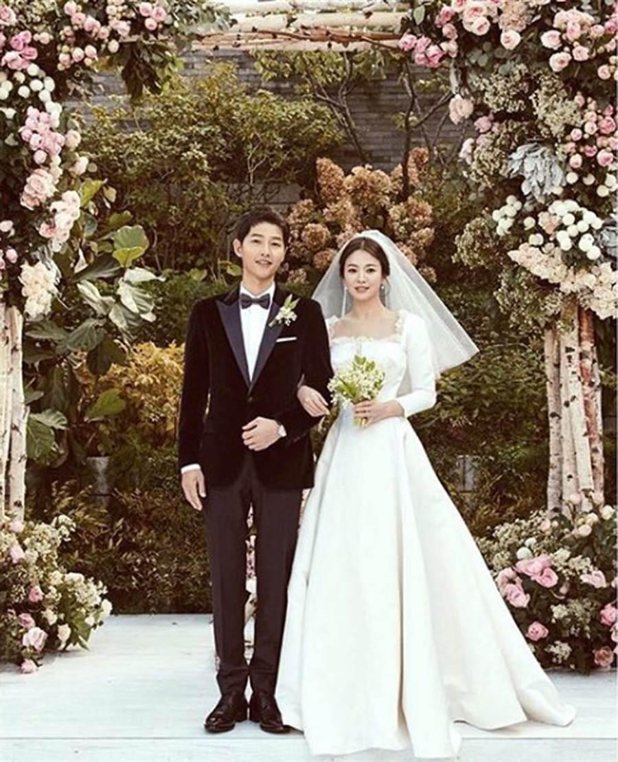 宋慧喬、宋仲基結婚,宛如公主與王子。(照片來源:宋慧喬ig)