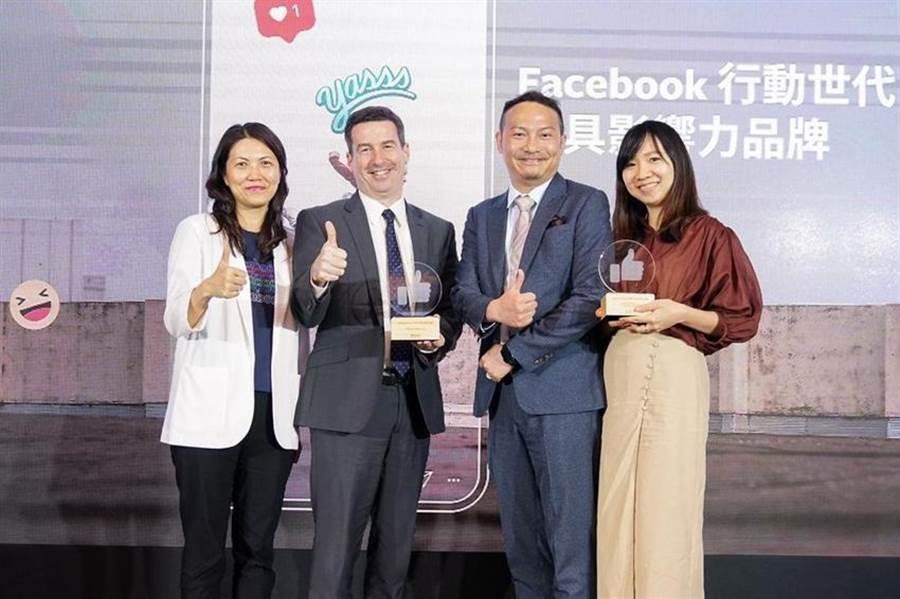花旗(台灣)銀行消費金融總事業群負責人賀德俐(左二)領取「2018 Facebook 行動世代最具影響力品牌」獎項。(圖:花旗提供)
