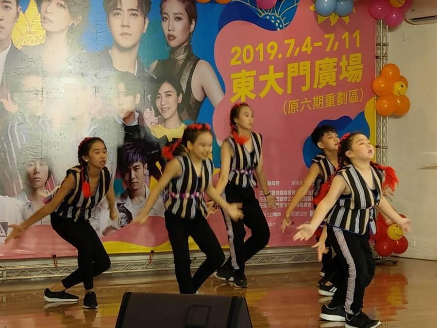 「花蓮夏戀嘉年華」記者會中,「街頭靈魂舞蹈工作室」小朋友精湛演出,頗為吸睛。(范振和攝)