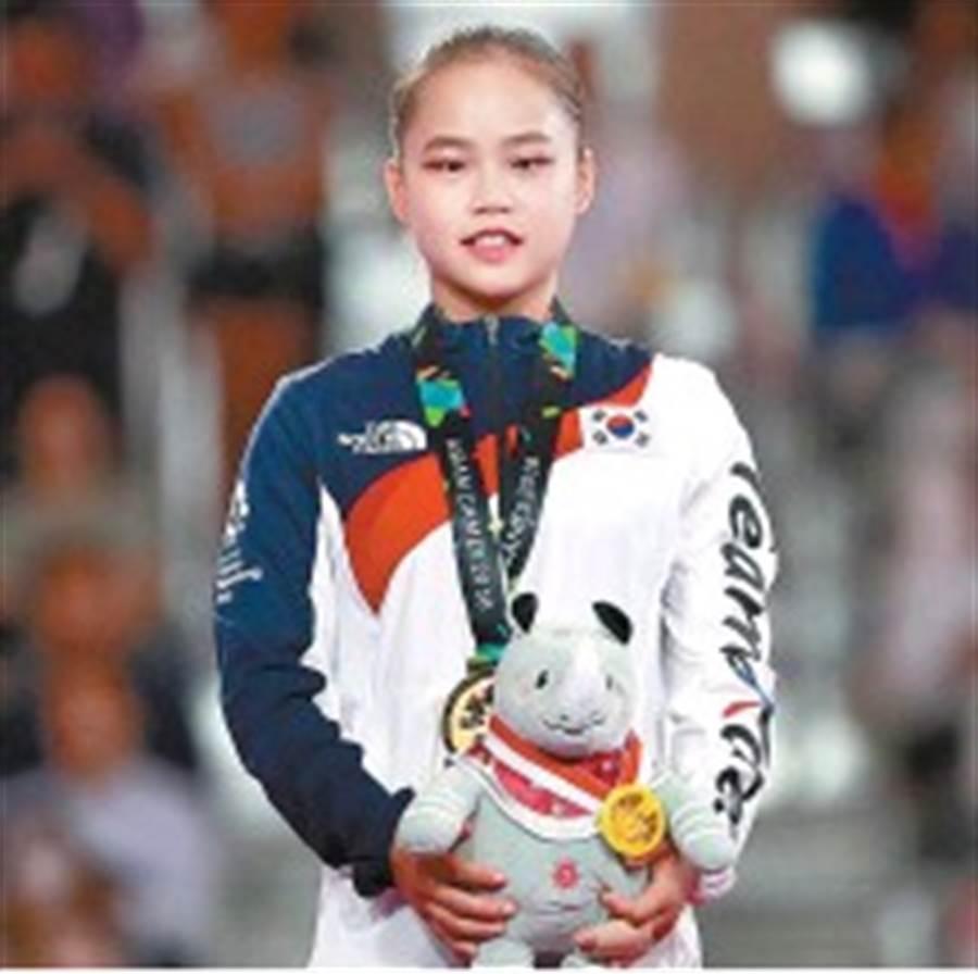 去年在雅加達亞運奪得女子體操跳馬金牌的韓國17歲小將呂瑞靜,完成難度6.2的新動作獲得國際體操總會認可,進而以她的名字來命名。(美聯社資料照)