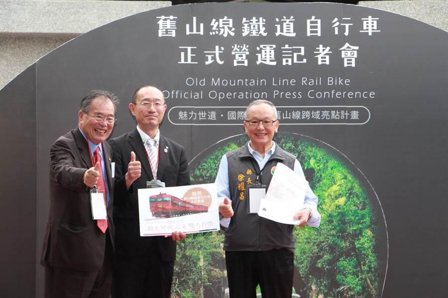 舊山線鐵道自行車與日本輕井澤信濃鐵道連續簽署兩年的票券互惠合作意向書,促進國際觀光交流。(何冠嫻攝)