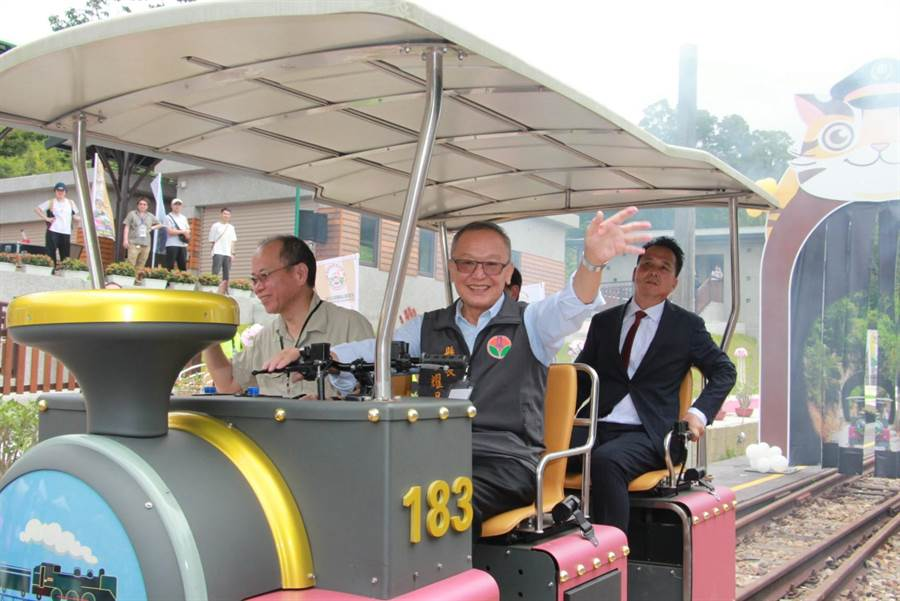苗栗縣政府領先全台首創舊山線鐵道自行車,將於7月正式營運。(何冠嫻攝)
