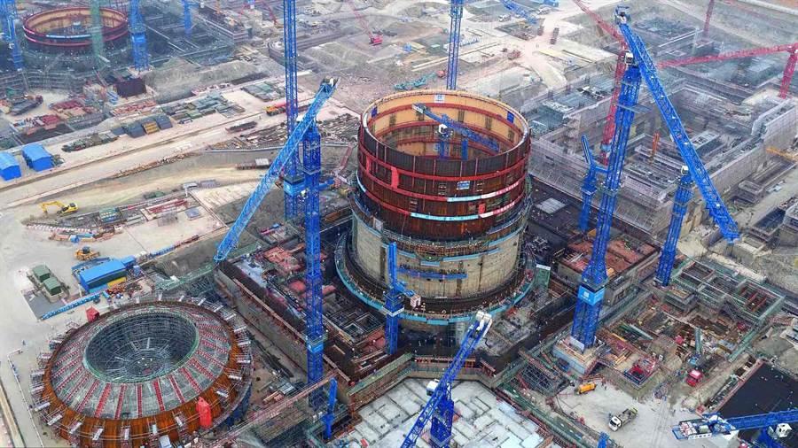 大陸政協委員王壽君提議,應該大量出口核反應爐,是重要大國戰略。圖為建造中的福核清電廠,將使用華龍一號反應爐。(圖/新華網)