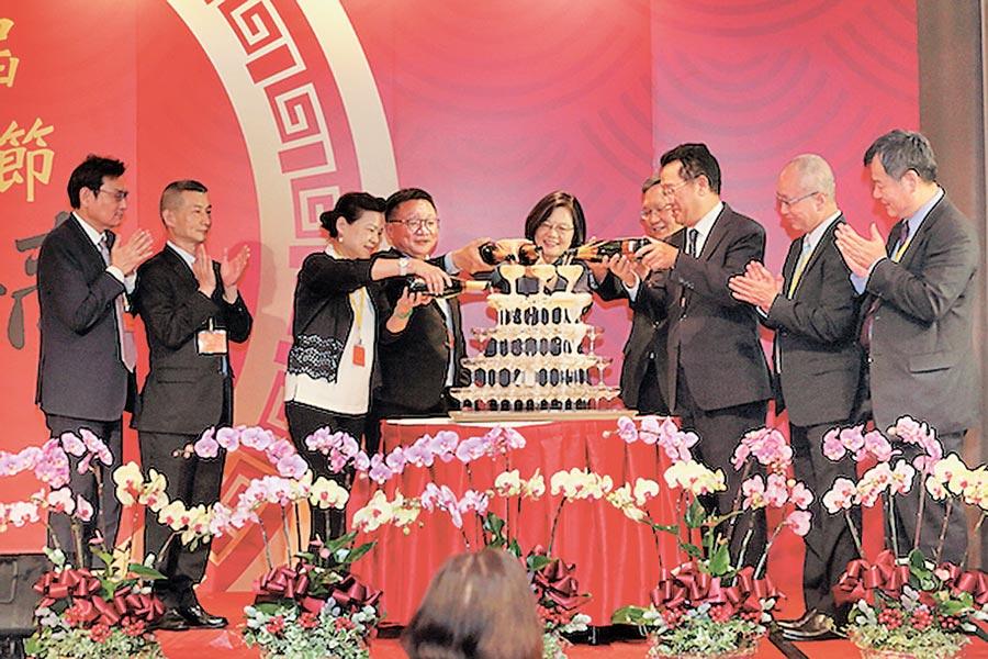 總統蔡英文出席「第62屆會計師節慶祝聯歡晚會餐敘」,首次與會計師同歡。圖/臺灣省會計師公會提供