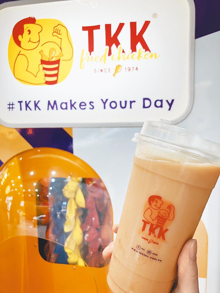 頂呱呱推出冰飲就口杯,全台70家門市7月1日起全數改為就口杯。(頂呱呱提供)