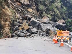 台7線32.5公里坍方 巨石卡路中