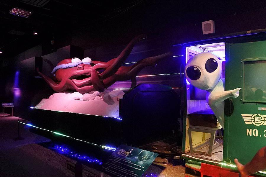 「台灣鹽博館」打造了以外星人為主題的「第三類接觸區」。
