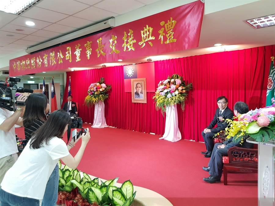 中華郵政公司新任董事長吳宏謀今(28)日正式到任,他透露,將思考活化旗下高達7兆元的可運用資金。(郭建志攝)