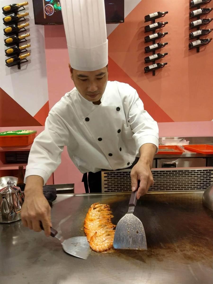 「芙林鐵板燒」除了食材新鮮,更講究師傅手藝。(范振和攝)